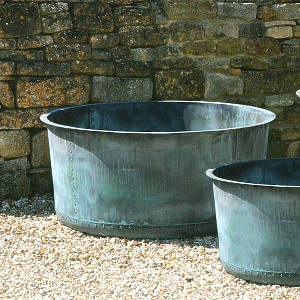 The Courtyard Copper Planter - Medium