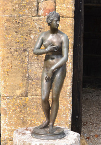 An early 20th century Italian bronze model of the Venus de' Medici