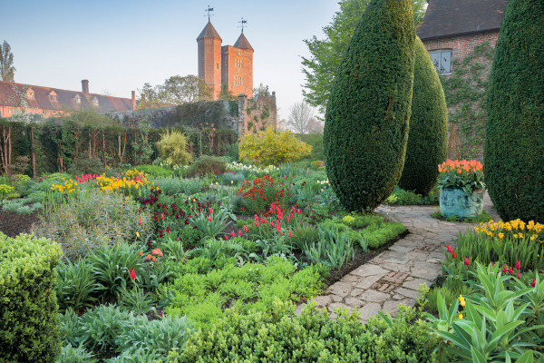 The Sissinghurst Castle Garden Copper Planter in association with the National Trust