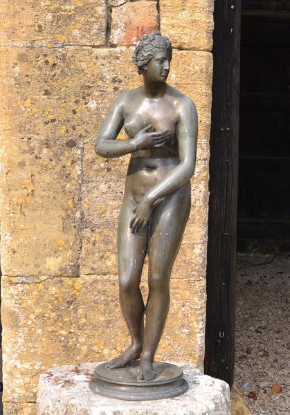 An early 20th century Italian bronze model of the Venus de' Medici